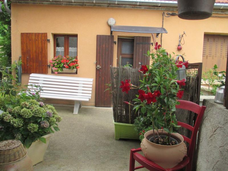 Location vacances Creuzier-le-Neuf -  Gite - 2 personnes - Salon de jardin - Photo N° 1