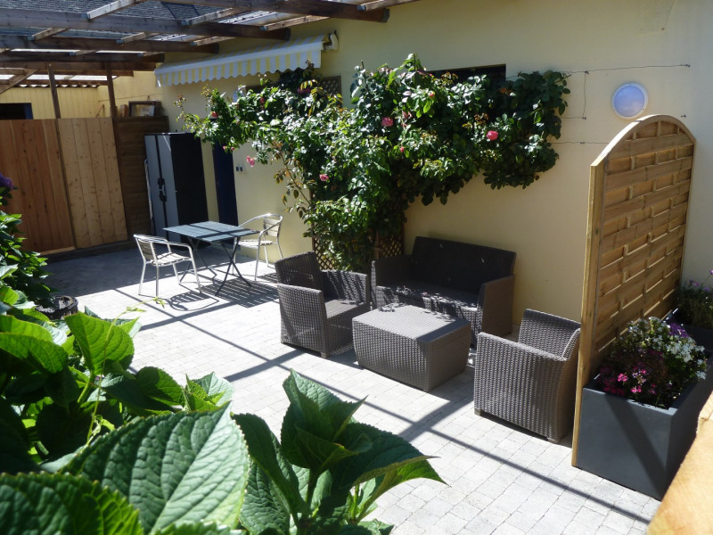 Location vacances Larmor-Plage -  Appartement - 2 personnes - Salon de jardin - Photo N° 1