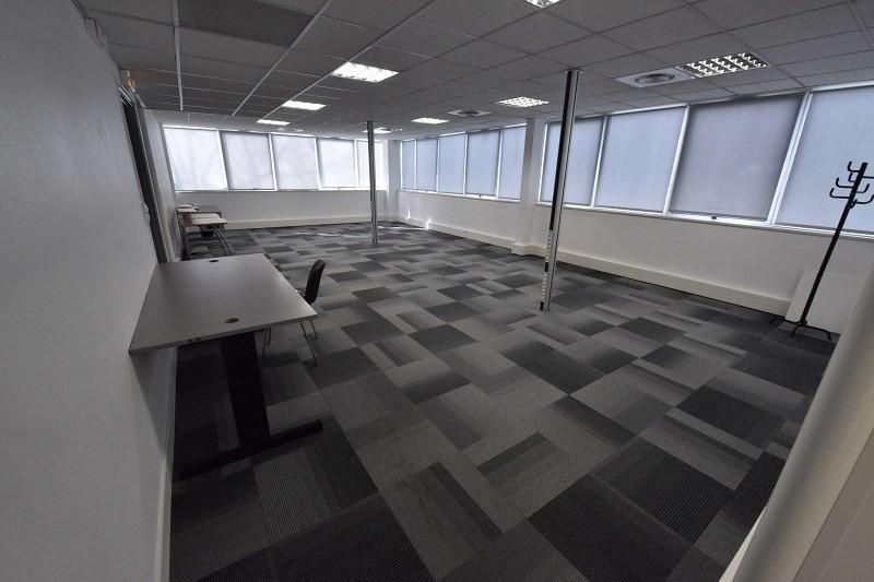 location bureau lab ge 31670 bureau lab ge de 653 6 m ref x 02365n. Black Bedroom Furniture Sets. Home Design Ideas