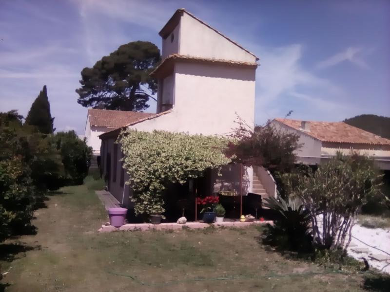 Maison provençale avec collombier