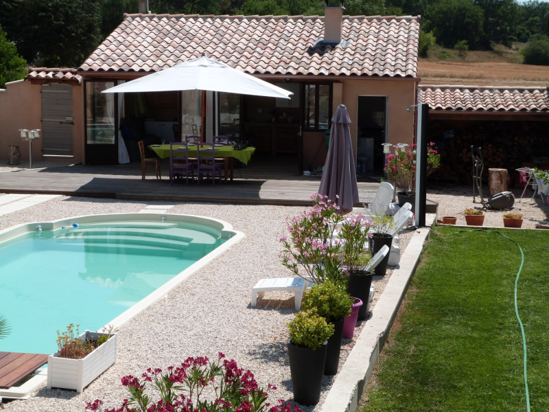 la piscine et le pool house