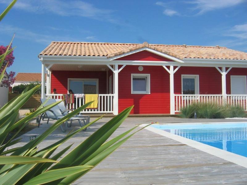 maison en bois classe 3 en bord de mer avec piscine chauffe et wifi