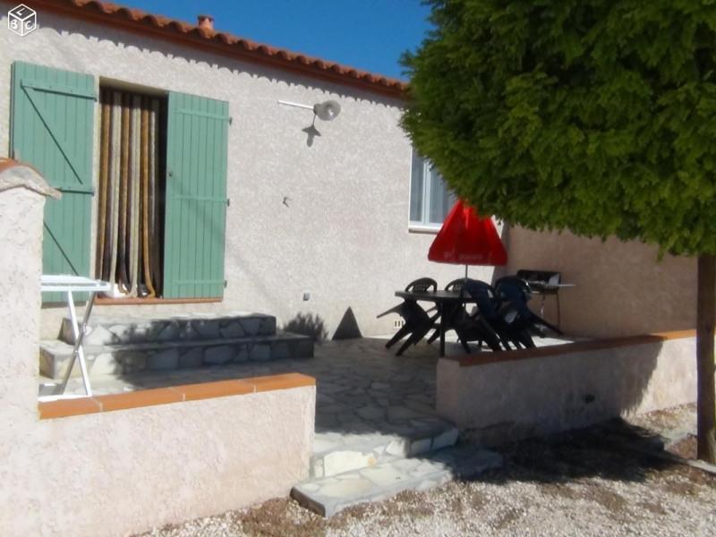 terrasse ombragée salon de jardin barbecue étendoir gîte 2