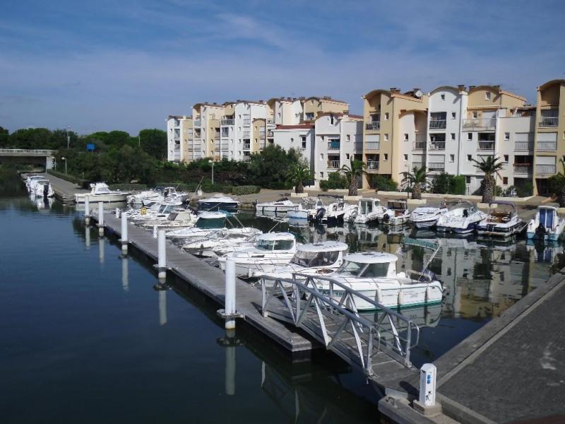 sa localisation ( vue  résidence , port et quai pi