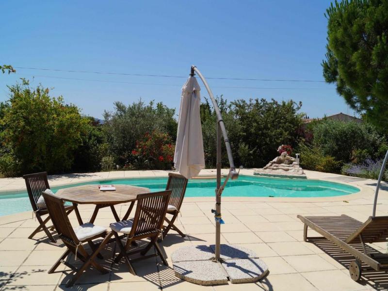 Appartement climatisé avec piscine EYRAGUES dans un écrin de verdure