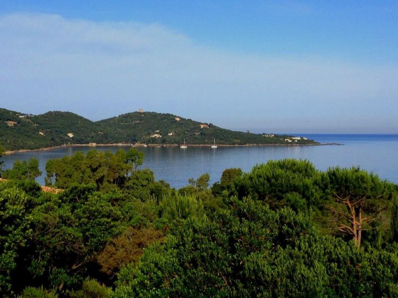 vue de la terrasse; la presqu'ile de la Castagna
