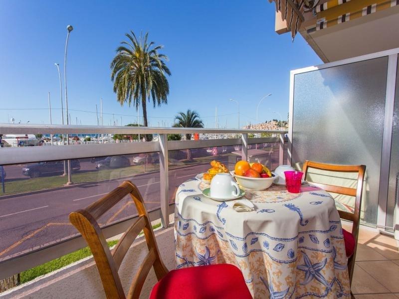 Appartement climatisé face mer avec terrasse