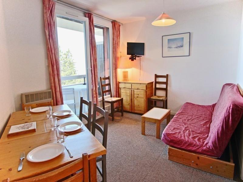 Appartement 6 personnes avec 3 coins nuit séparés, dans une résidence proche des pistes avec belle vue dégagée.