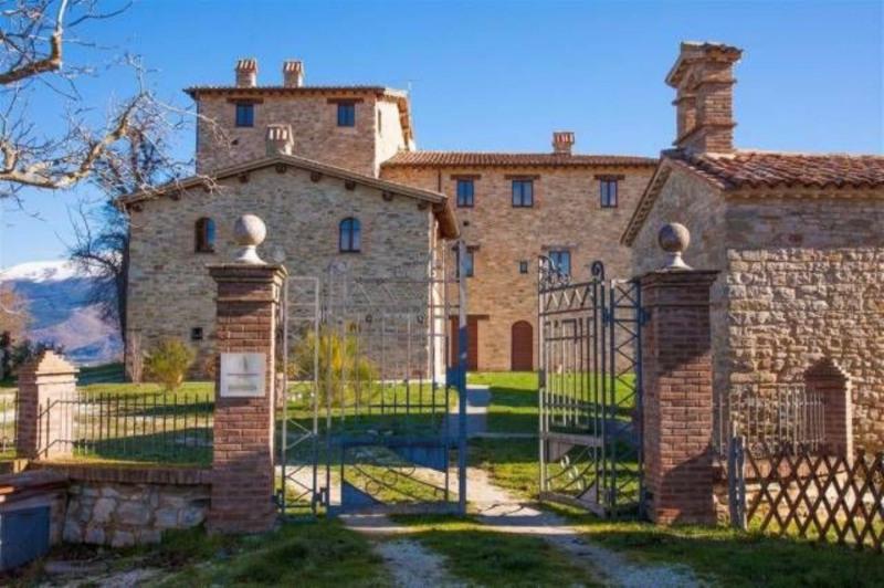 Vente Maison / Villa 1040m² Gualdo Tadino