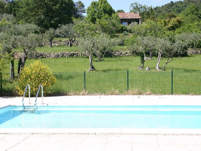 Vu sur la maison depuis la piscine