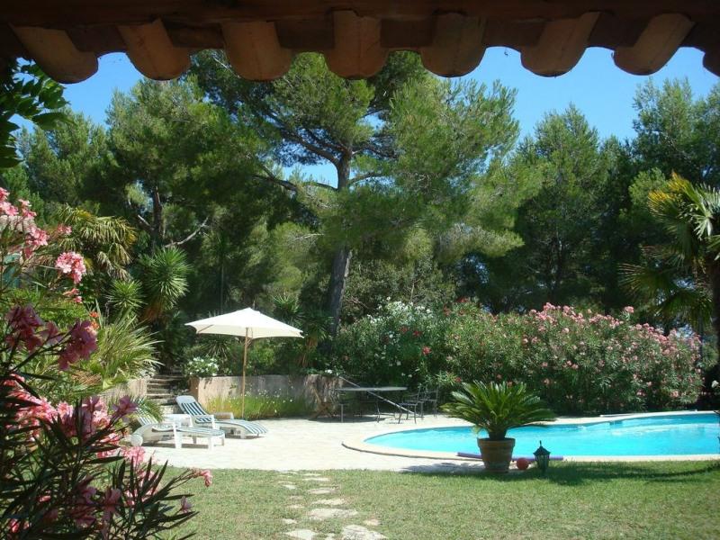 Jolie petite maison 50m², piscine grandes terrasses, beau parc, grand  calme à Ventabren à 1/4 d'heure d'Aix en Provence