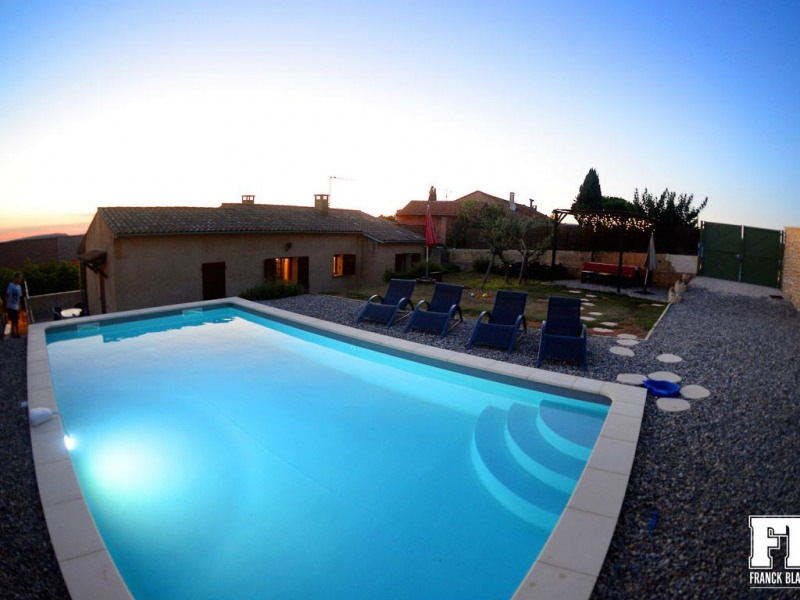 Roussillon : maison indépendante avec jardin, piscine et climatisation