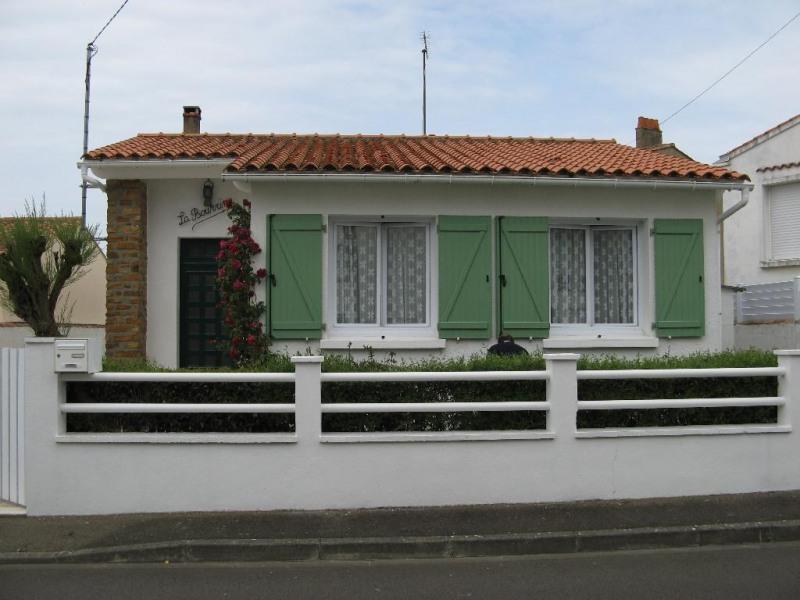 Villa vue de la rue très calme