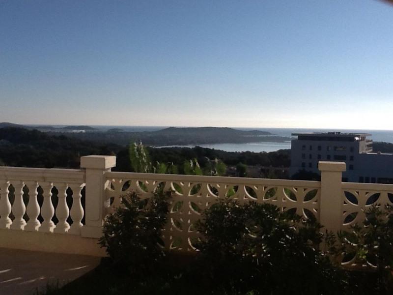Location appartement T2 de 45 m2  avec vue panoramique  sur la mer.