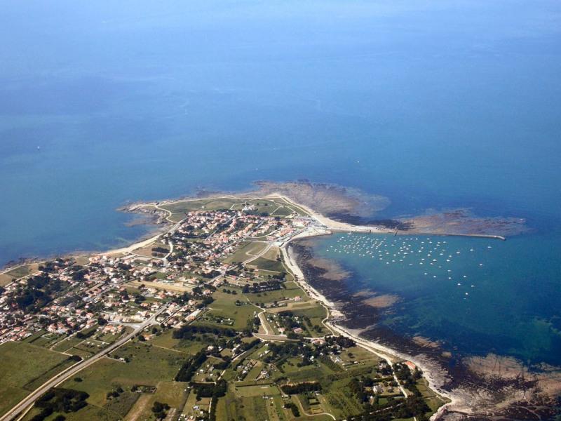 maison pour 5 pers à 500 m de la plage et des commerces, au calme, entièrement clôturée, spacieuse et agréable à vivre.