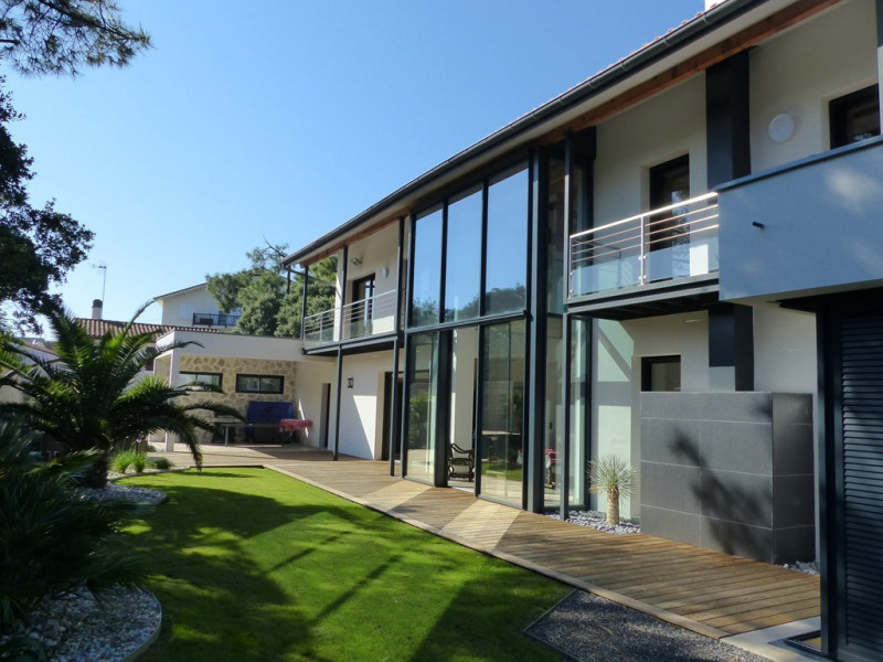 Contemporary villa for 10 persons between lake and ocean