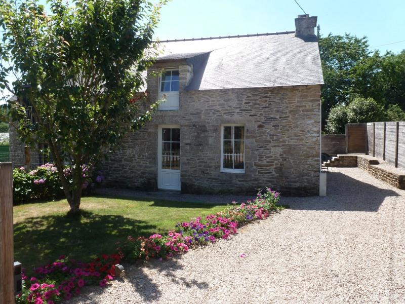 Ker-Louis, gîte 4/5 pers. PISCINE couverte, près  de Rochefort en terre  village préféré des français , WIFI,Morbihan