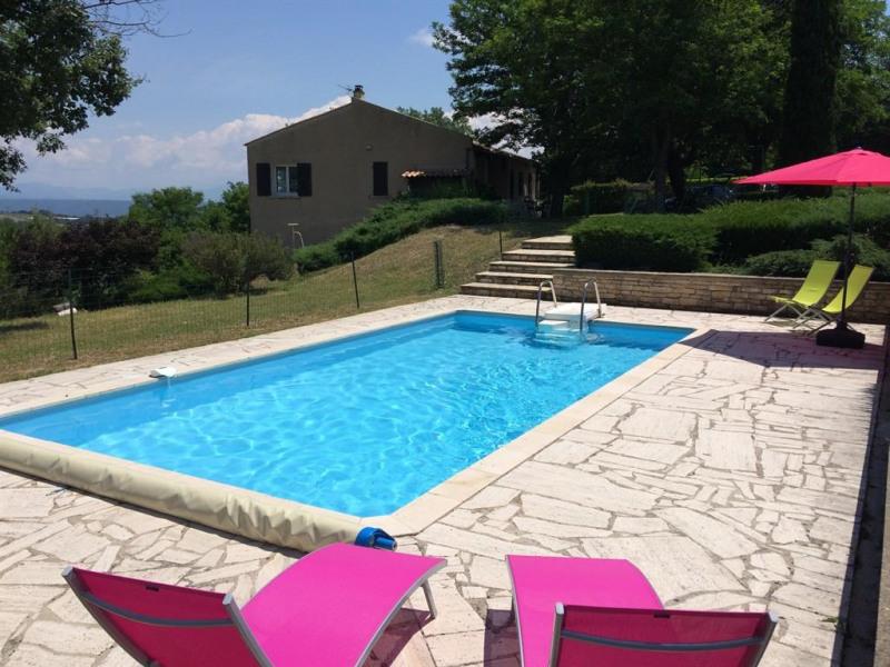 La piscine, vue sur la maison et vue sur les Alpes