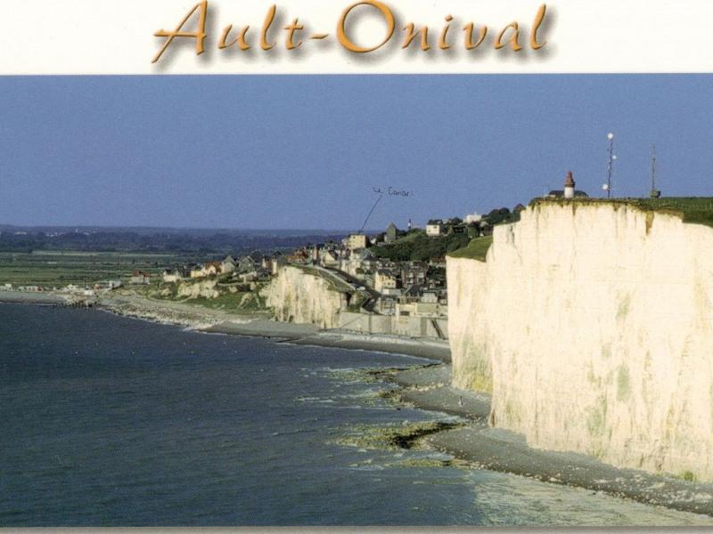 Derrière les grandes falaises blanches c'est Ault et après les petites : Onival