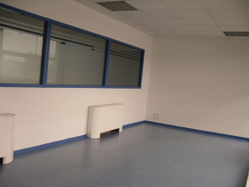 location bureau lab ge 31670 bureau lab ge de 449 m ref 310121046. Black Bedroom Furniture Sets. Home Design Ideas
