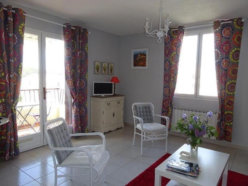 Location vacances Gréoux-les-Bains -  Appartement - 4 personnes - Salon de jardin - Photo N° 1