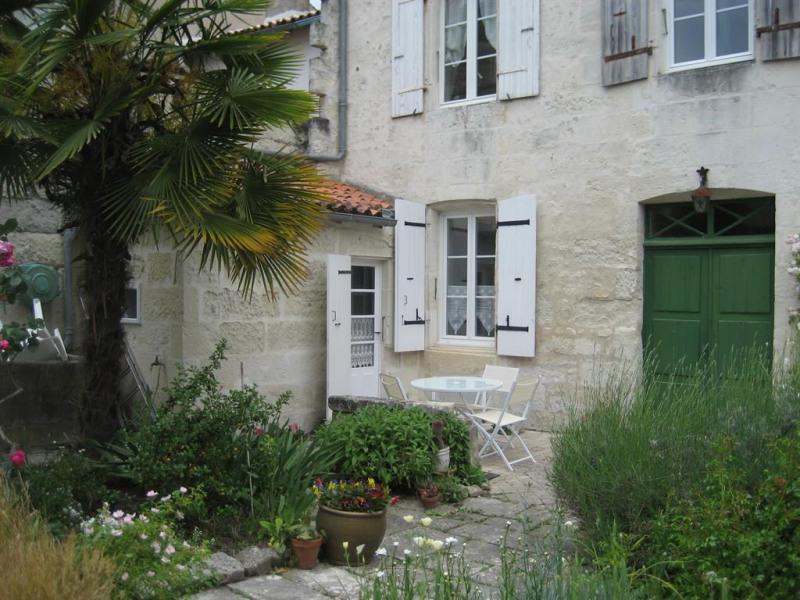 Ferienwohnungen Saintes - Wohnung - 2 Personen - Garten - Foto Nr. 1