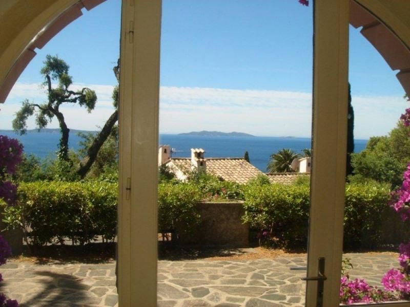 Rez de villa avec jardin privatif clos et ombragé