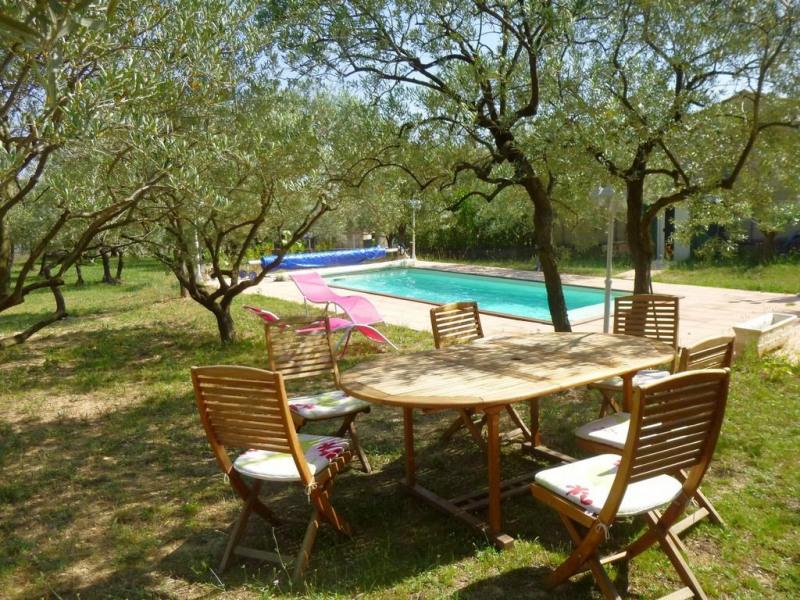 Salon de jardin côté piscine