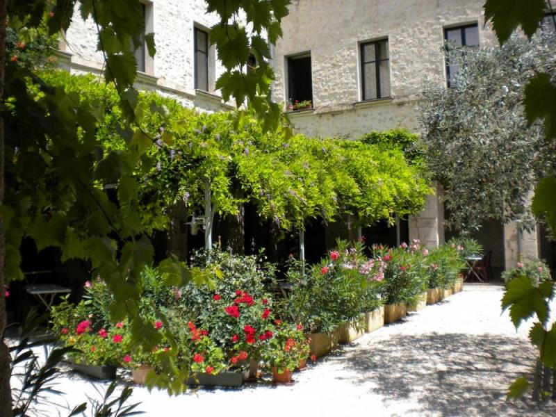 Vos vacances en Provence dans un ancien Cloître du XVI siècle au cœur du village de Buis les Baronnies ! Le Cloître d...