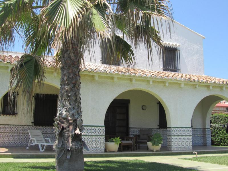 Très belle Villa face à la mer avec piscine et tennis privés, accès direct à la plage - 12 Personnes