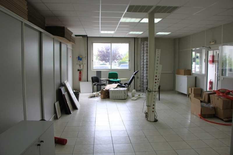 location bureau roissy en brie seine et marne 77 455 m r f rence n 668943w. Black Bedroom Furniture Sets. Home Design Ideas