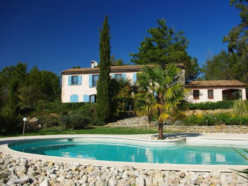 TOURRETTES , CADRE EXCEPTIONNEL ,BASTIDE DE CHARME ,CALME ,PISCINE,POOL HOUSE 6 pers sur 40 ha