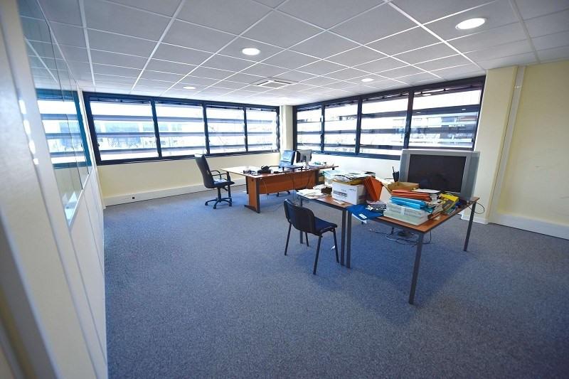 location bureau lab ge 31670 bureau lab ge de 125 m. Black Bedroom Furniture Sets. Home Design Ideas