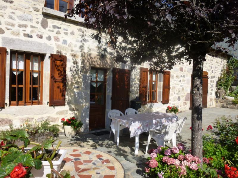 Location vacances Saint-Jacques-des-Blats -  Maison - 6 personnes - Barbecue - Photo N° 1