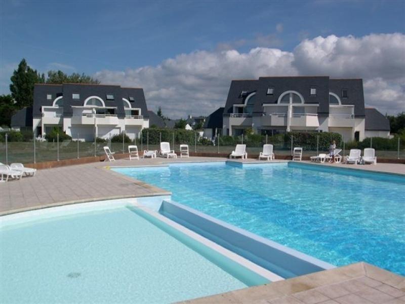 Carnac, à 1km des plages de la Thalassothérapie et du bourg, appartement 3 pièces. WIFI gratuit &  PISCINE CHAUFFEE