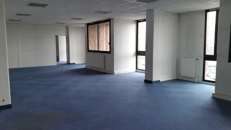 location bureau cergy prefecture 95000 bureau cergy prefecture de 1388 4 m ref 552336w. Black Bedroom Furniture Sets. Home Design Ideas