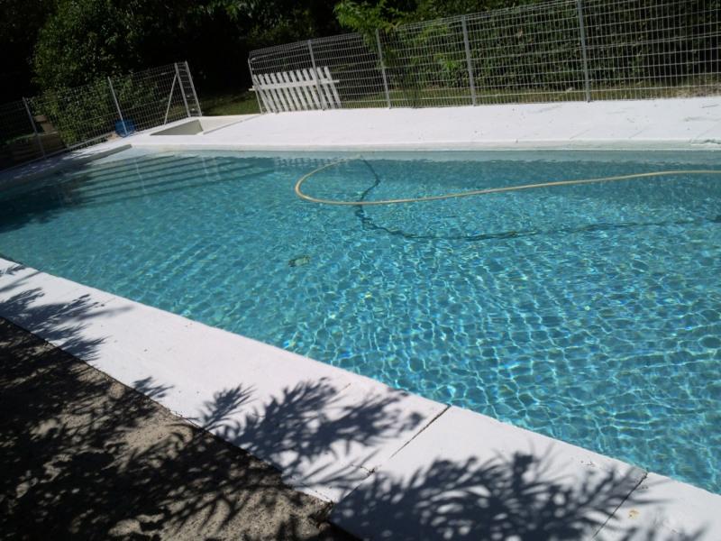 Dans belle propriété verdoyante clôturée avec piscine privée , appartement dans villa ( seul vacanciers) pour 6 pers max