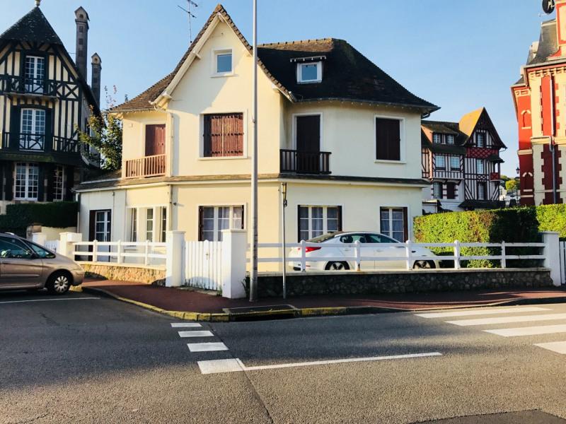 Appartement en rez de chaussée de cette maison avec parking fermé attenant