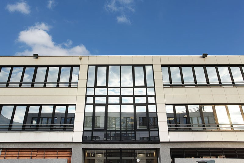 location coworking meylan zone sp cifique l 39 ile d 39 amour 38240 espace de coworking louer. Black Bedroom Furniture Sets. Home Design Ideas