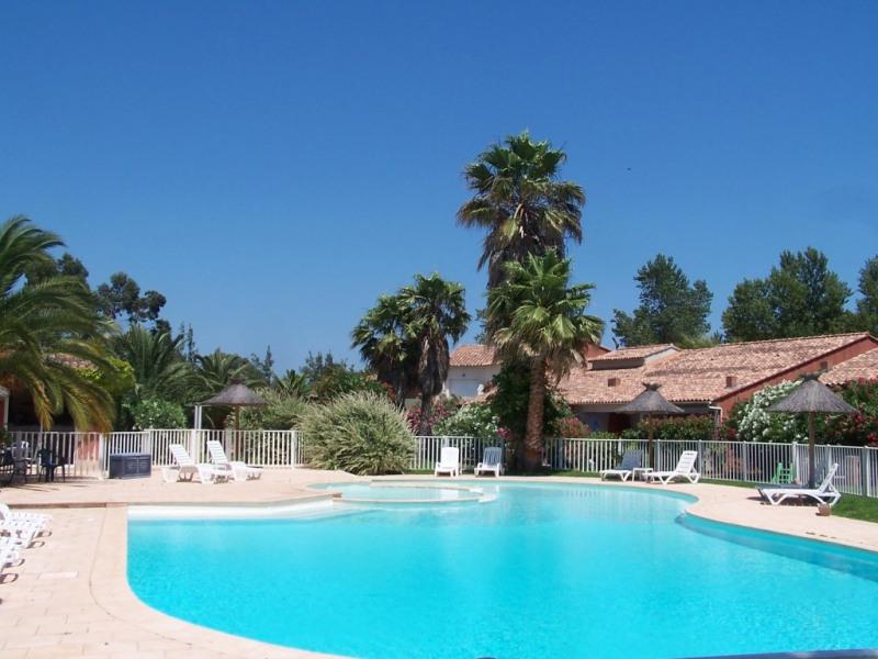 résidence avec grande piscine à partager et de quoi faire la siète!