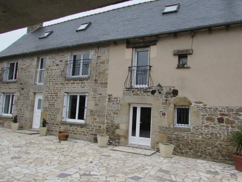 maison traditionnelle bretonne clôturée avec piscine couverte chauffée 8 pers