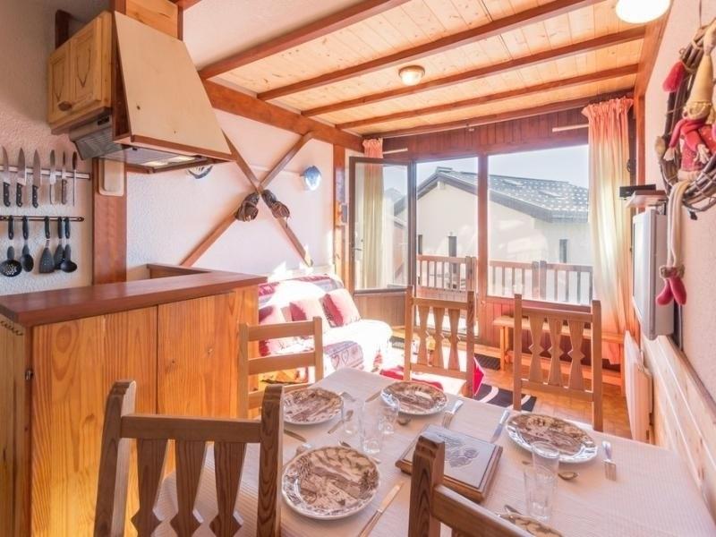 Studio avec cabine, pour 5 personnes, proche commerces et remontées mécaniques.