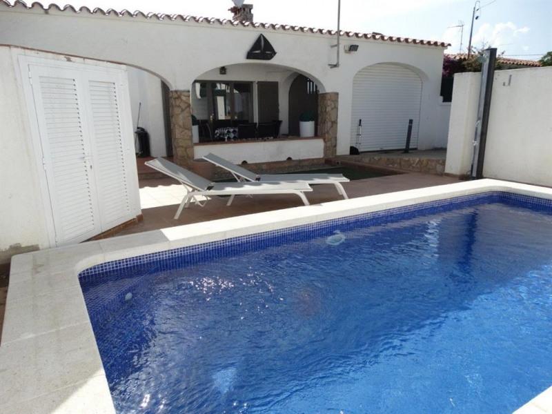 Jolie maison avec piscine privée à 500m de la mer