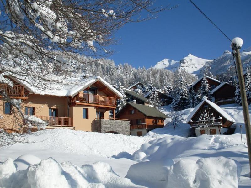 Gîte l'oméga dans la neige : départ pour des aventures skis ou raquette aux pied