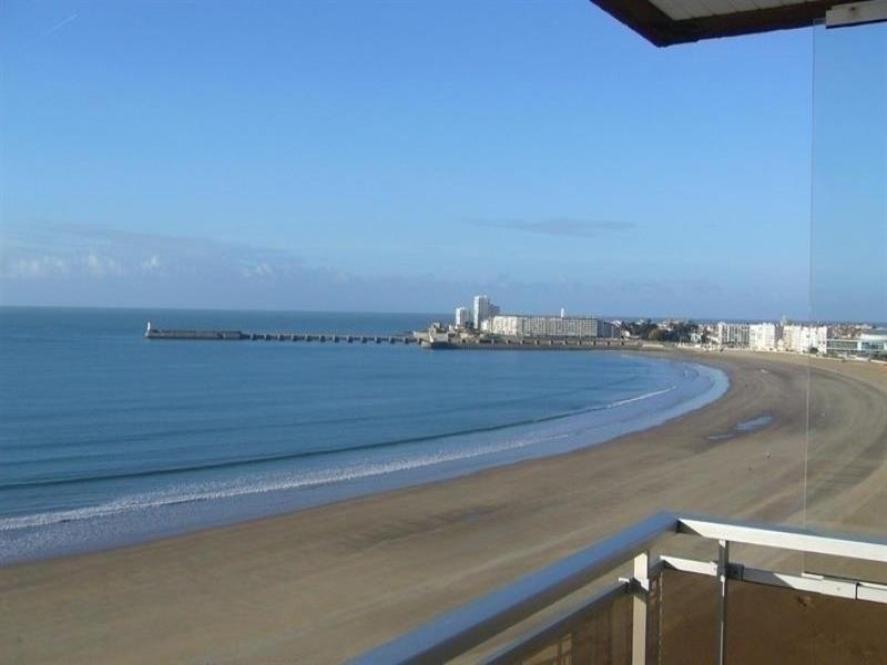 Face à la grande plage avec une vue superbe.