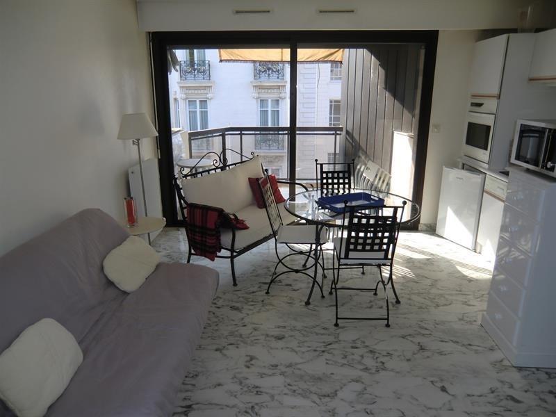 Cannes centre ville  proche de l hotel Carlton studio avec terrasse aprecu mer
