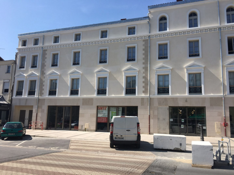 Location local commercial ch lons en champagne faubourg for Location garage chalons en champagne