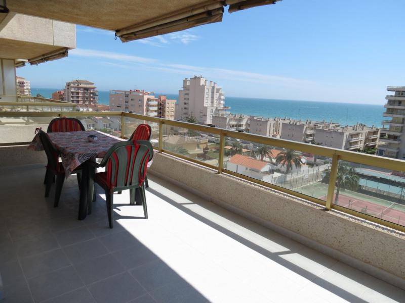 Terrasse avec vue mer.