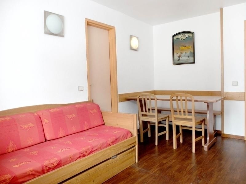 Agréable 2 pièces + cabine situé dans le haut du Val Claret, proche de tous commerces, en bordure de pistes à 100 mèt...