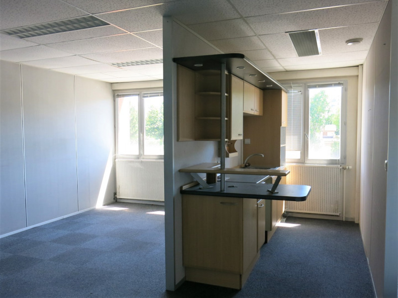 location bureau bourgoin jallieu is re 38 195 m. Black Bedroom Furniture Sets. Home Design Ideas